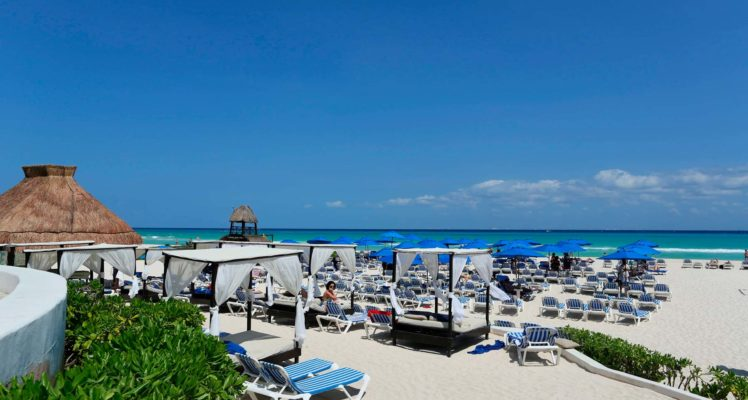 Hotel with Beach Club in Playa del Carmen